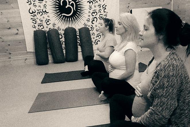 pregnancy-yoga-blogger-prenatal-wee-yoga-hut